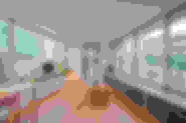 Living room by 水石浩太建築設計室/ MIZUISHI Architect Atelier