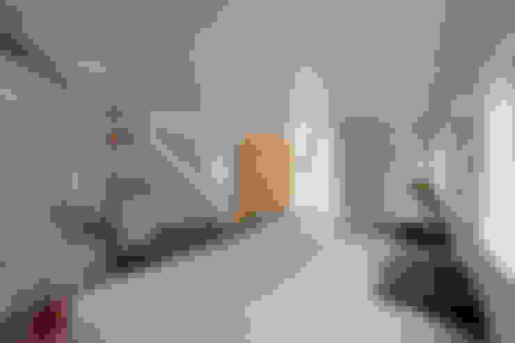 Quartos  por 水石浩太建築設計室/ MIZUISHI Architect Atelier