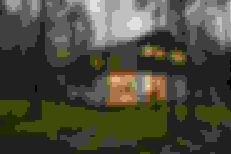 Dom w Czarnowie k/Konstancina: styl , w kategorii Domy zaprojektowany przez ANONIMOWI ARCHITEKCI