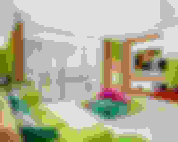Яркая квартира в Сочи: Гостиная в . Автор – Универсальная история
