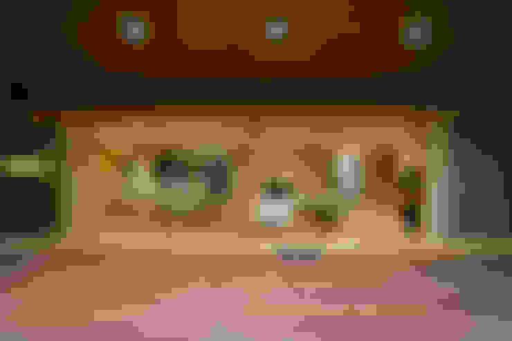 Terraços  por 長谷雄聖建築設計事務所