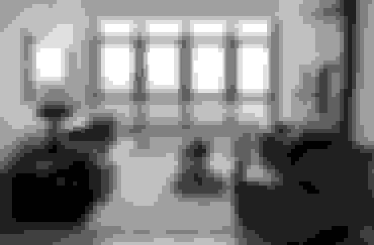 APARTAMENTO À BEIRA-MAR | SEASIDE APARTMENT: Salas de estar  por Sandro Clemes