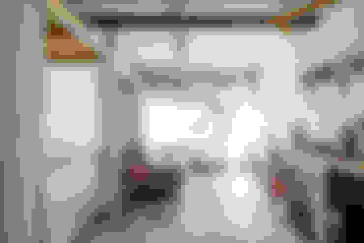 Ruang Keluarga by coil松村一輝建設計事務所