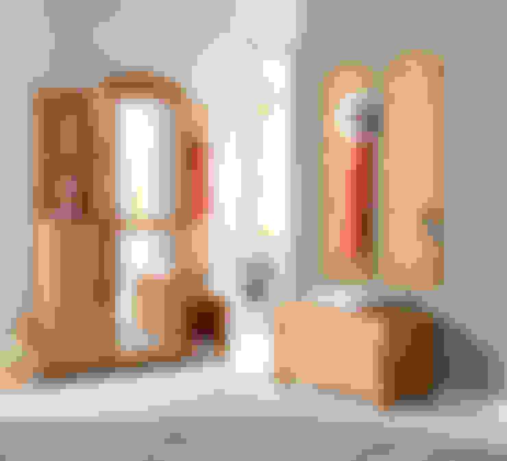 Pasillos, vestíbulos y escaleras  de estilo  por Baur Versand (GmbH & Co KG)