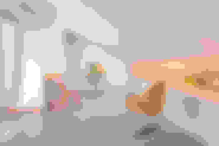 Projekty,  Domowe biuro i gabinet zaprojektowane przez Estudi Agustí Costa