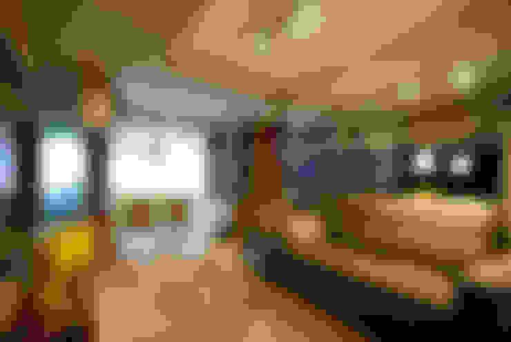 Living multifuncional: Salas de estar  por Neoarch
