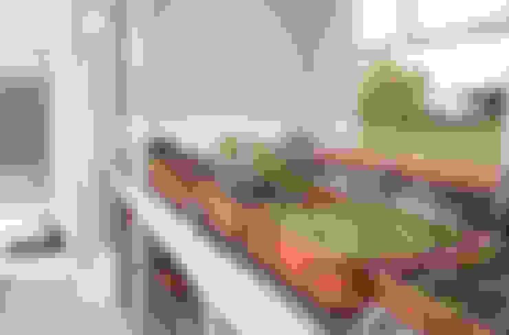Jardines de estilo  de La Casa G: La Casa Sustentable en Argentina