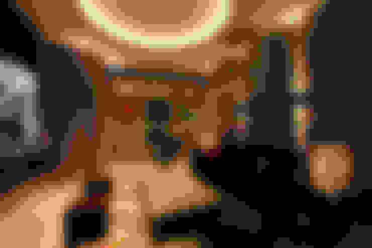 Salas multimédia  por Finite Solutions