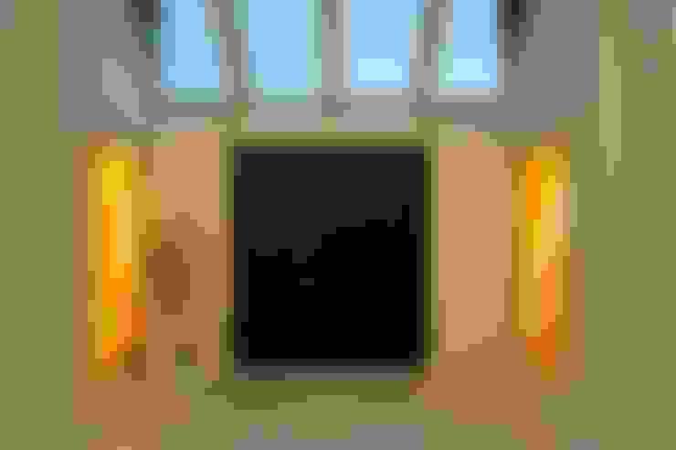 Vestíbulos, pasillos y escaleras de estilo  por The House of Ugly Fish