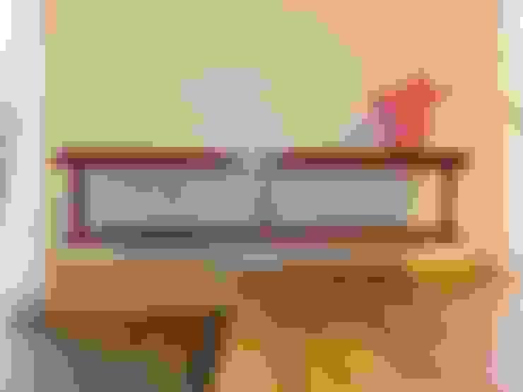 Living room by 江建築設計事務所