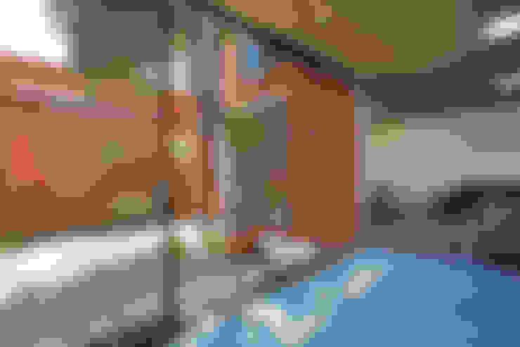 Casas de estilo  por rOOtstudio