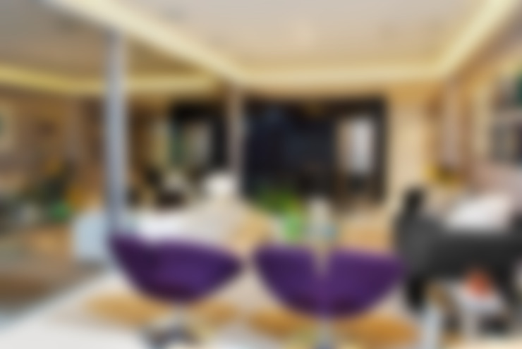 Loft com vista para Baía de Todos os Santos: Salas de estar  por Evviva Bertolini