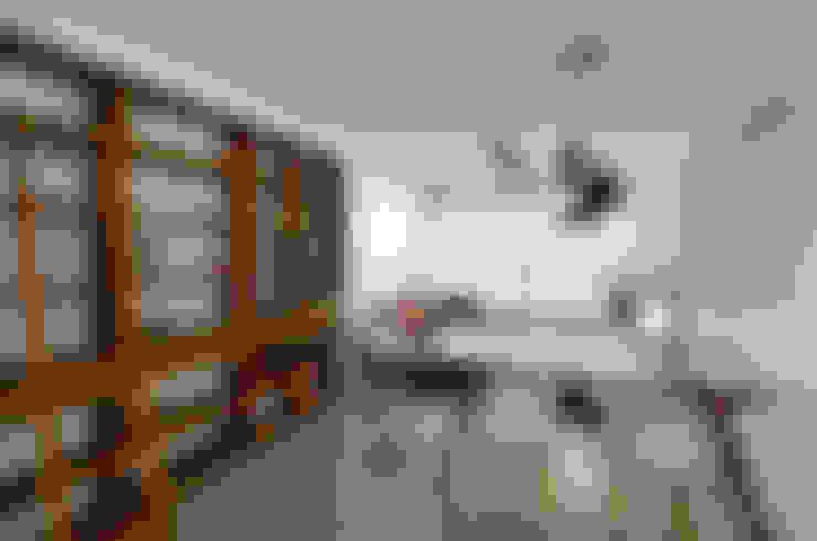 Apartamento Publicitária: Salas de jantar  por Johnny Thomsen Arquitetura e Design