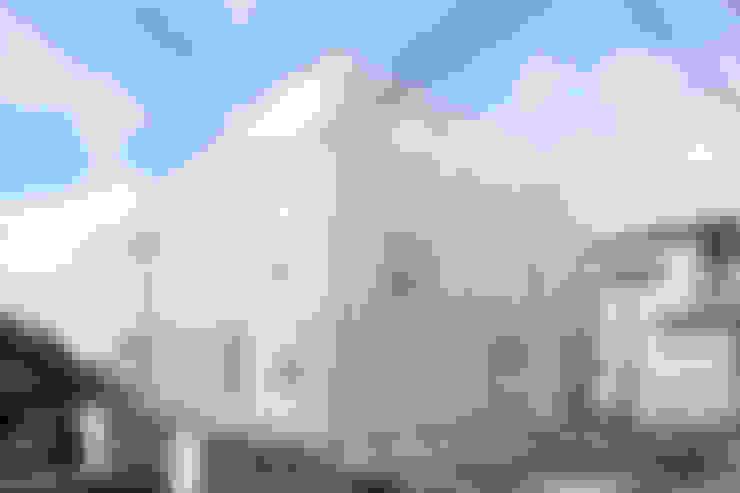 Houses by studio PHENOMENON