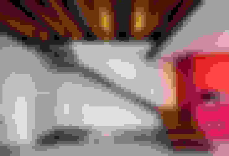 Corridor & hallway by BANG arquitectura