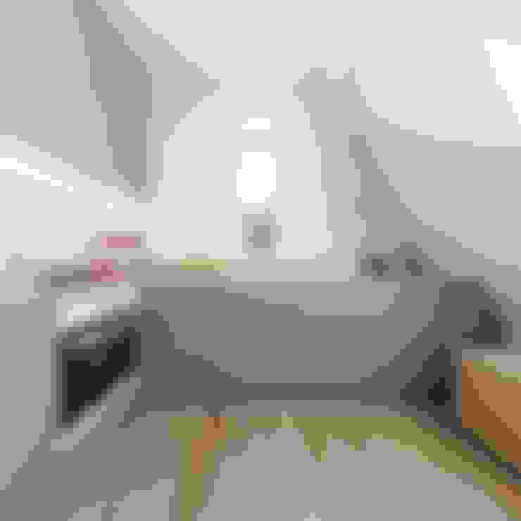Kitchen by 081 architekci