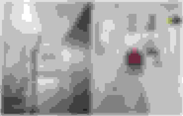 Dom pod Warszawą: styl , w kategorii Korytarz, przedpokój zaprojektowany przez MAKAO home