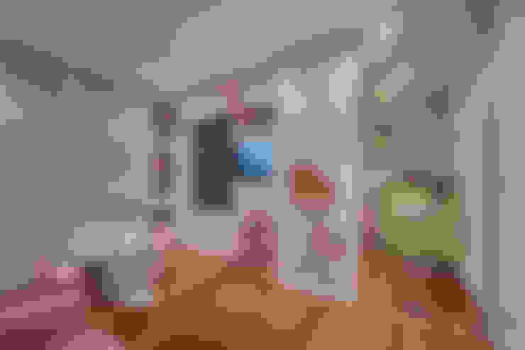 Sala de brinquedos: Quarto infantil  por Stúdio Márcio Verza