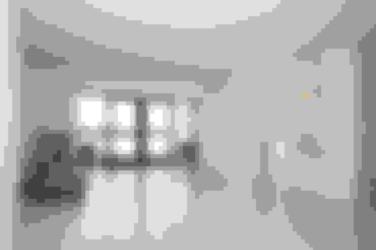 Muren verven woonkamer dmv airless latex spuitwerk:   door WandenPlafondSpuiten.nl | latex spuiten | spack spuiten | stucwerk