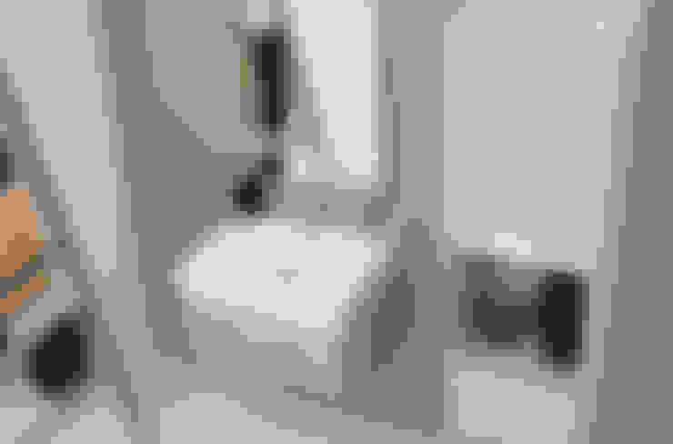 Baños de estilo  por Colavene