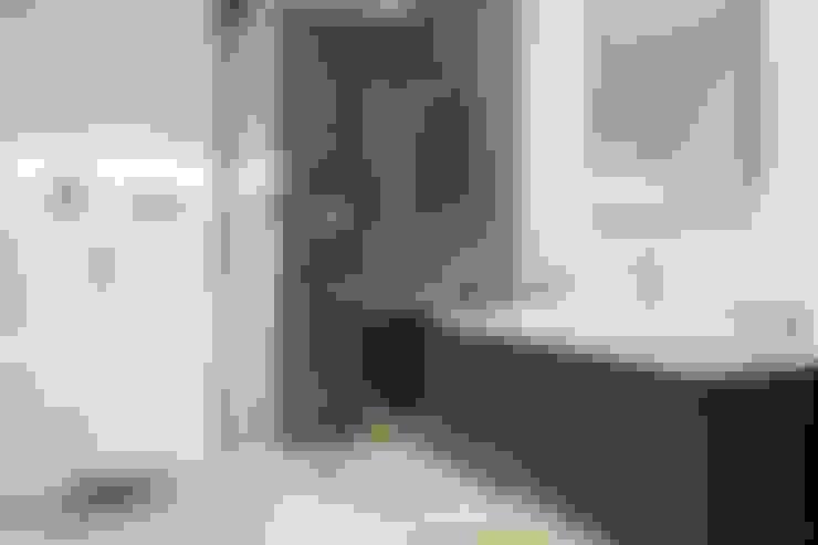 Ванные комнаты в . Автор – SILVIA REGUERA INTERIORISMO