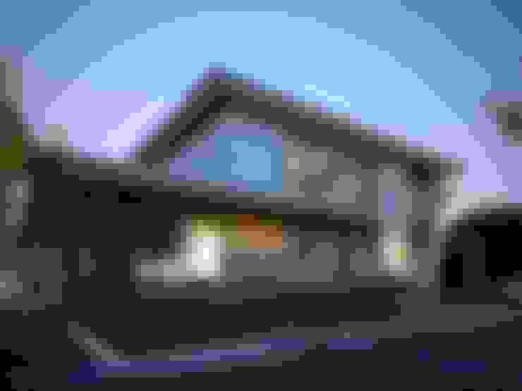 ДОМ В ПОСЕЛКЕ ПАПУШЕВО: Дома в . Автор – ALEXANDER ZHIDKOV ARCHITECT