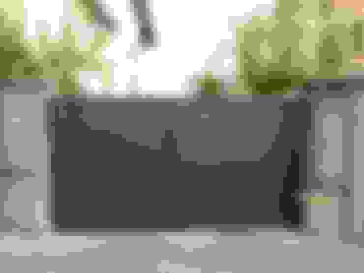 Puerta tipo abatible de 2 hojas automática de aluminio soldado: Ventanas de estilo  de Puertas Lorenzo, s.a