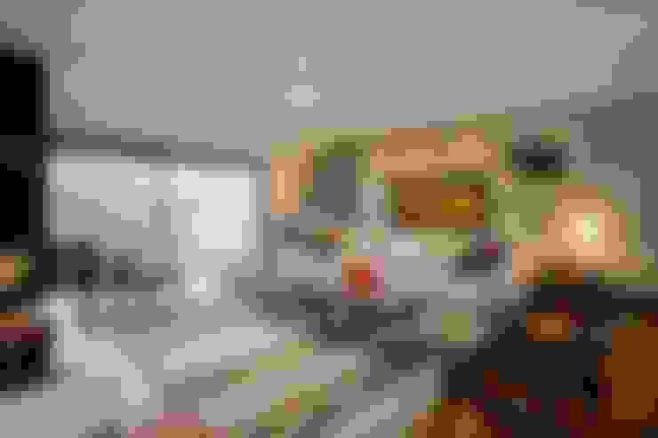 Living room by Elmor Arquitetura