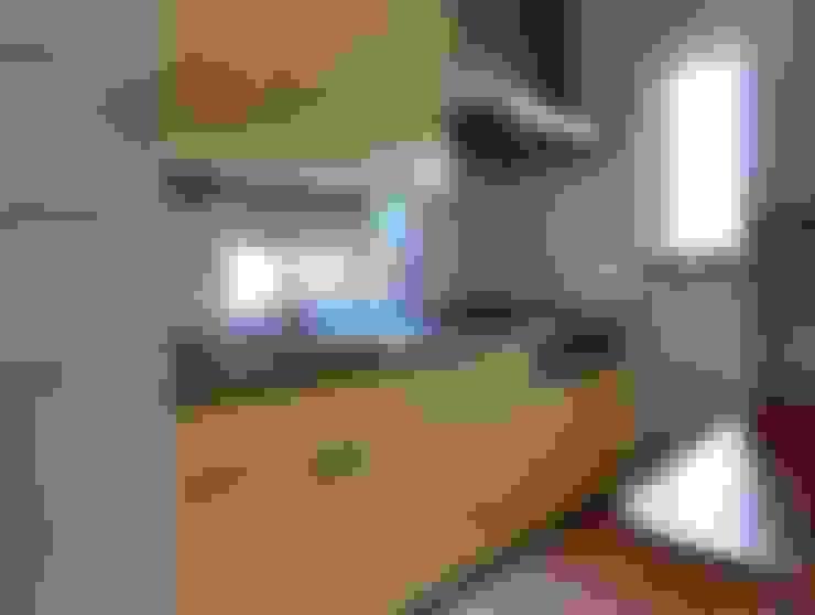 Kitchen by 氏原求建築設計工房