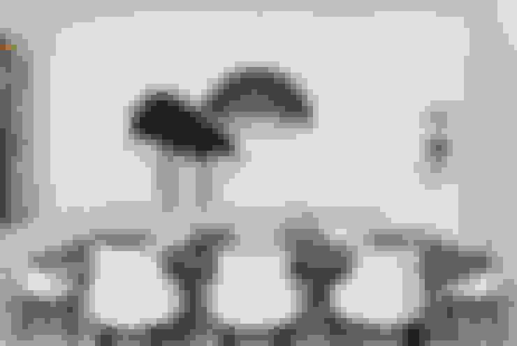CASA JARDIM EUROPA: Sala de jantar  por CSDA Arquitetura e Interiores