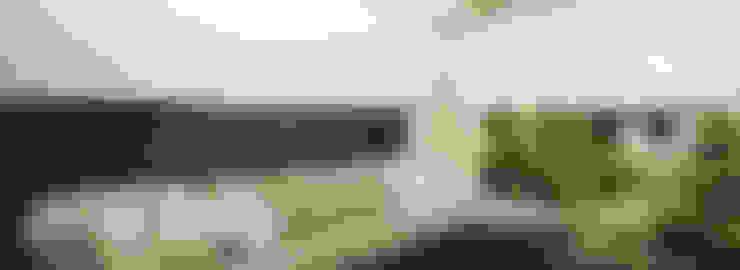 Cortinas tipo Rollers: Balcones y terrazas de estilo  por Dino Conte