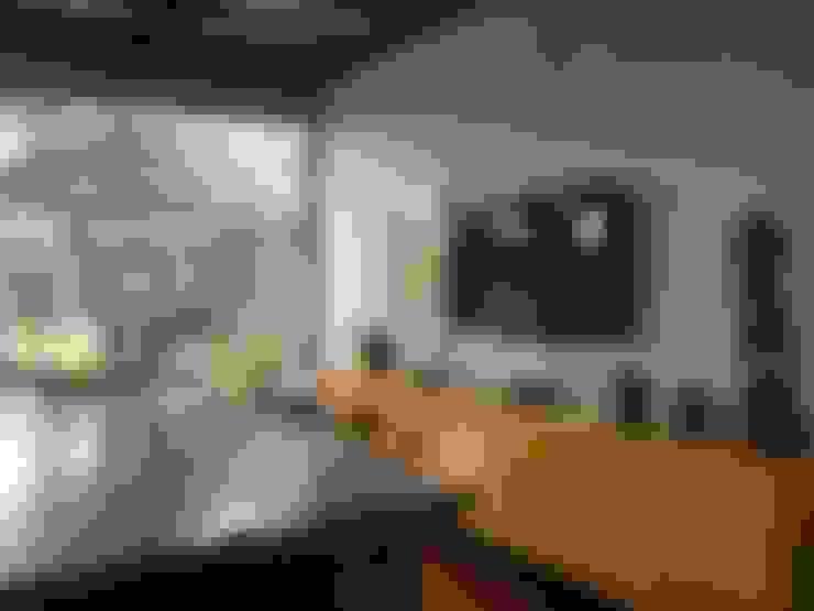 Casa Candelária: Salas de jantar  por Carla Pagotto Arquitetura e Design Interiores
