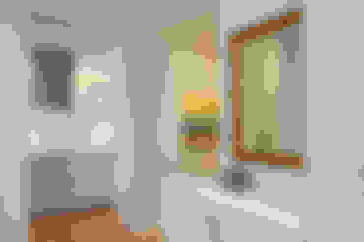 Corridor & hallway by pur.buero architektur für innen
