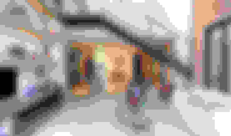sala com pé direito duplo: Salas de estar  por PAULA BITTAR ARQUITETURA