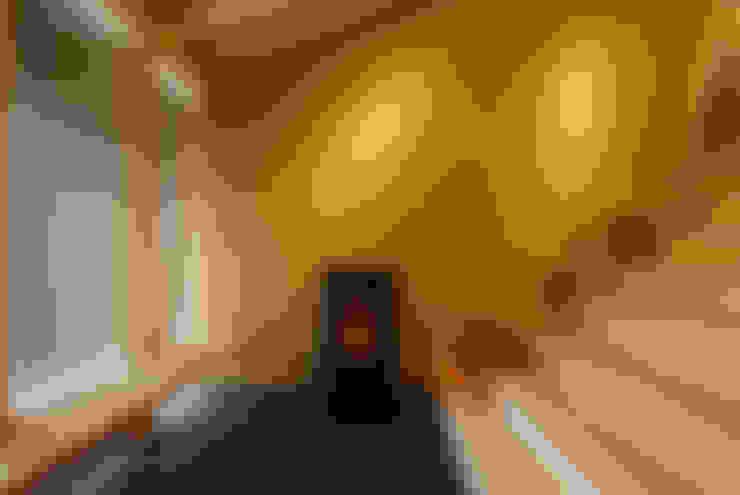 Pasillos y recibidores de estilo  por 豊田空間デザイン室 一級建築士事務所
