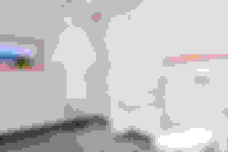 Barrierefrei-Eingang mit Badezimmer:  Badezimmer von FH-Architektur