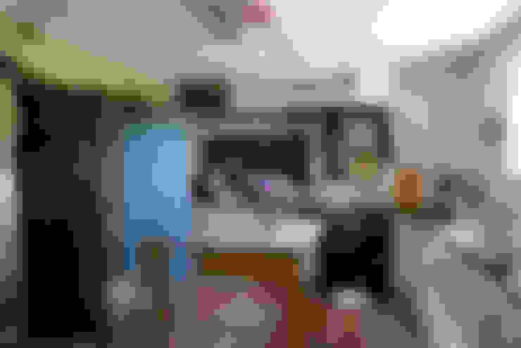Kitchen by Oito Interiores