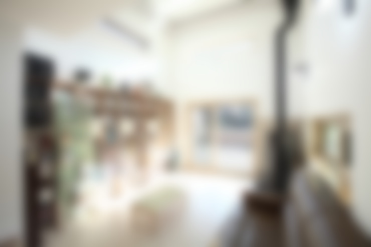 오픈천장의 거실: 주택설계전문 디자인그룹 홈스타일토토의  거실