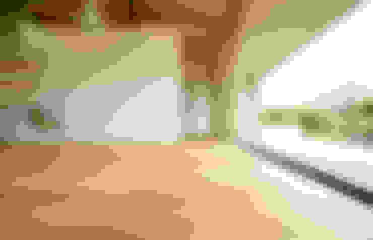 Living room by 株式会社ミユキデザイン(miyukidesign.inc)