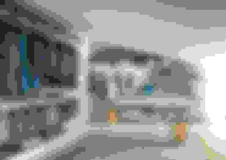 Novenove Walk In Wardrobe by LEMA:  Dressing room by Campbell Watson