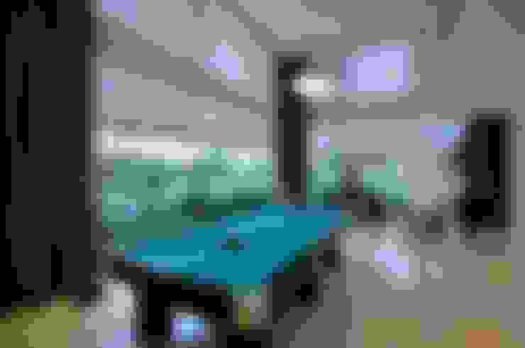 Residencia Unifamiliar: Salas de estar  por Marcelo John Arquitetura e Interiores
