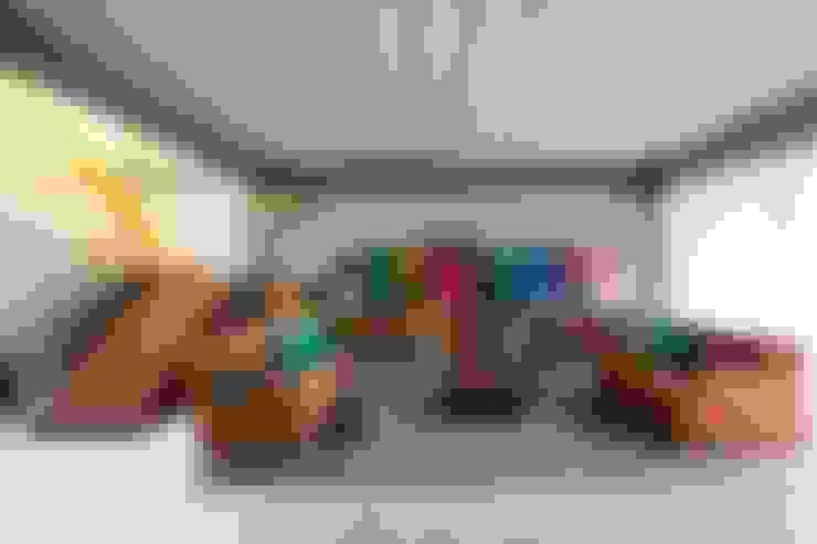 Residência Bandeiras: Salas de estar  por ARKITITO