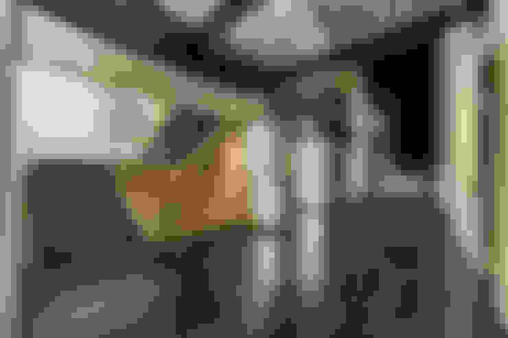 Pasillos y recibidores de estilo  por grupoarquitectura