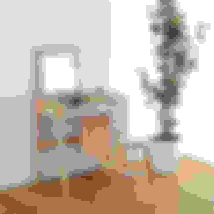 Bedroom by TAISETSU MOKKO CO.,LTD