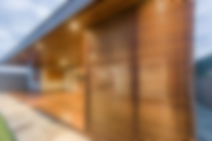 Terrasse de style  par Plena Madeiras Nobres