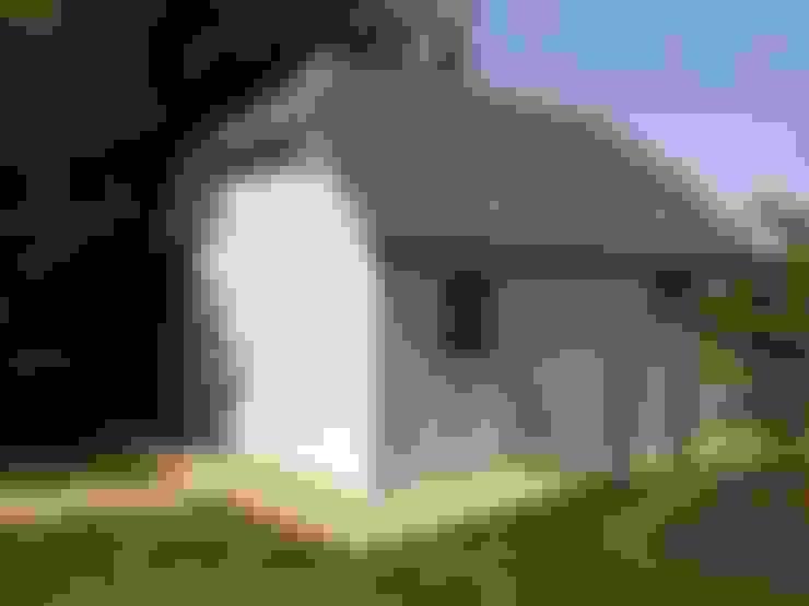 Suffolk Hipped Roof Garage:  Prefabricated Garage by Garden Affairs Ltd