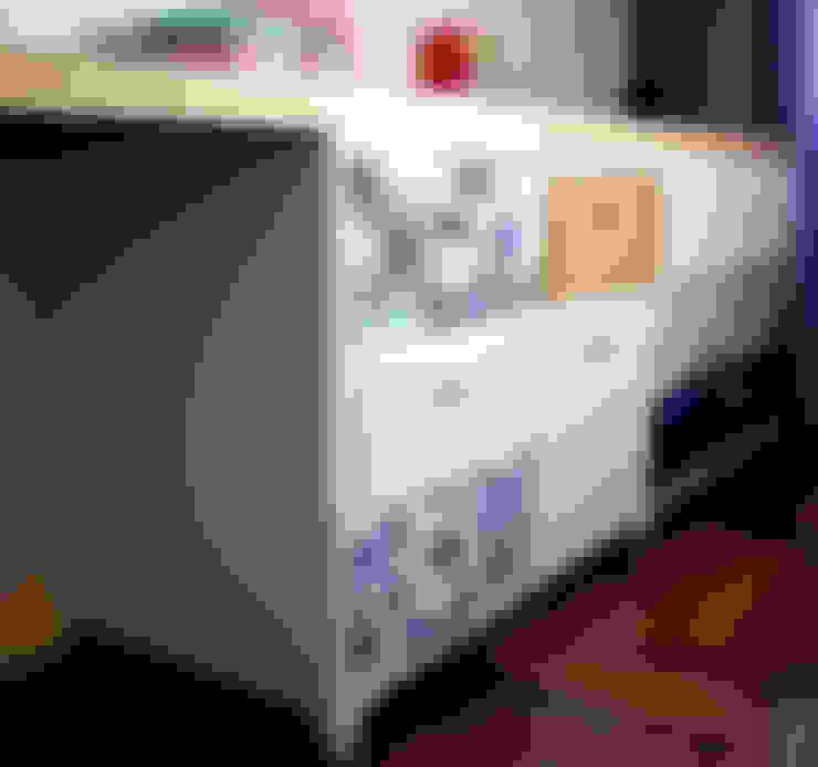 Encantado Flat: Quarto de crianças  por Red Studio