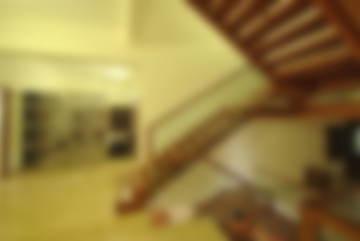 Mr & Mrs Pannerselvam's Residence:  Corridor & hallway by Muraliarchitects