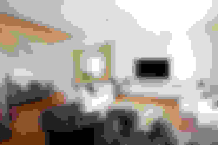 Living room by FASE ARCHITETTI ASSOCIATI