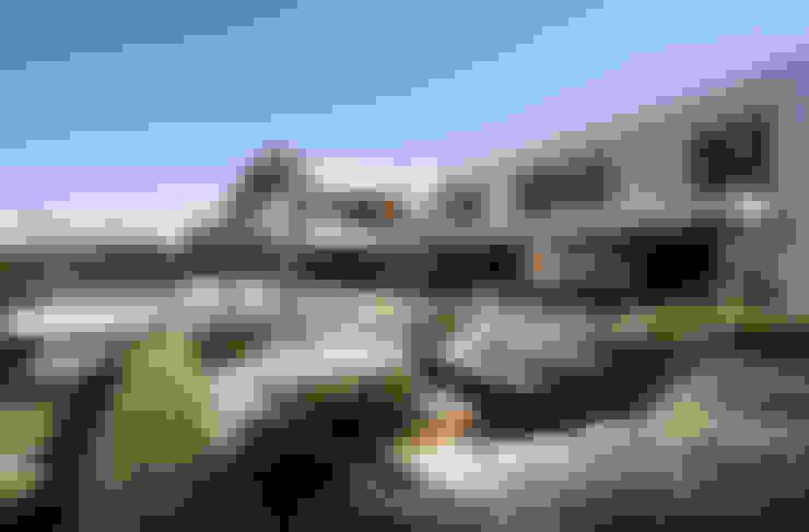 Residência Quinta da Baronesa: Jardins  por Débora Aguiar